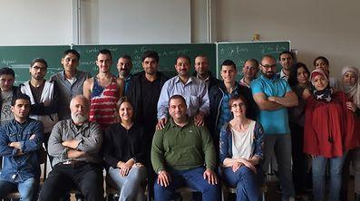 Des cours de français intensifs dispensés par l'ASTI pour les réfugiés.