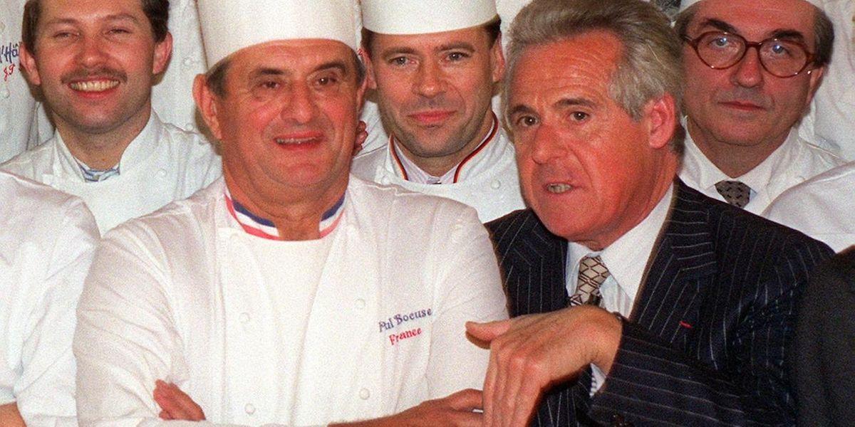 Christian Millau (à dr.) au côté du chef Paul Bocuse en 1989.