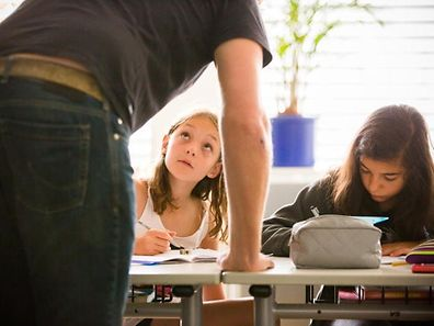 In Luxemburg gehen Grundschüler pro Jahr 924 Stunden zur Schule.