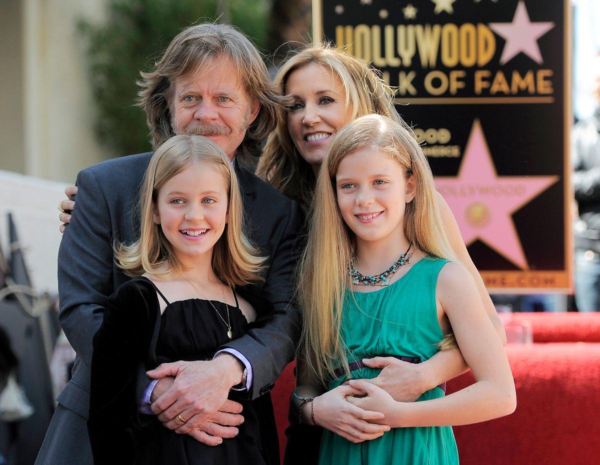 William H. Macy e Felicity Huffman com as filhas Sophia, na altura com 11 anos, e Georgia, de 9 anos, em 2012