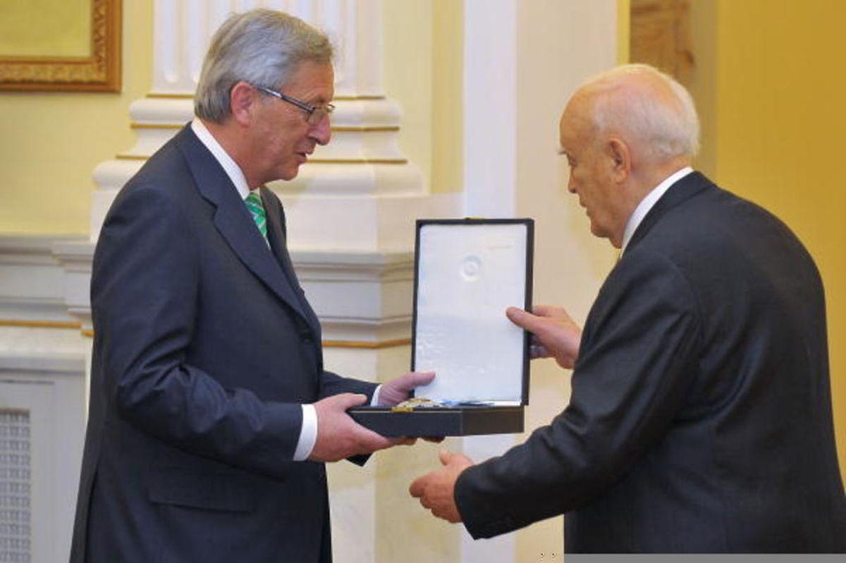 11. Juni 2013: Der griechische Präsident Karolos Papoulias verleiht dem damaligen Premier Jean-Claude Juncker die höchste Auszeichnung seines Landes, die Grande Croix de l'Ordre du Sauveur.