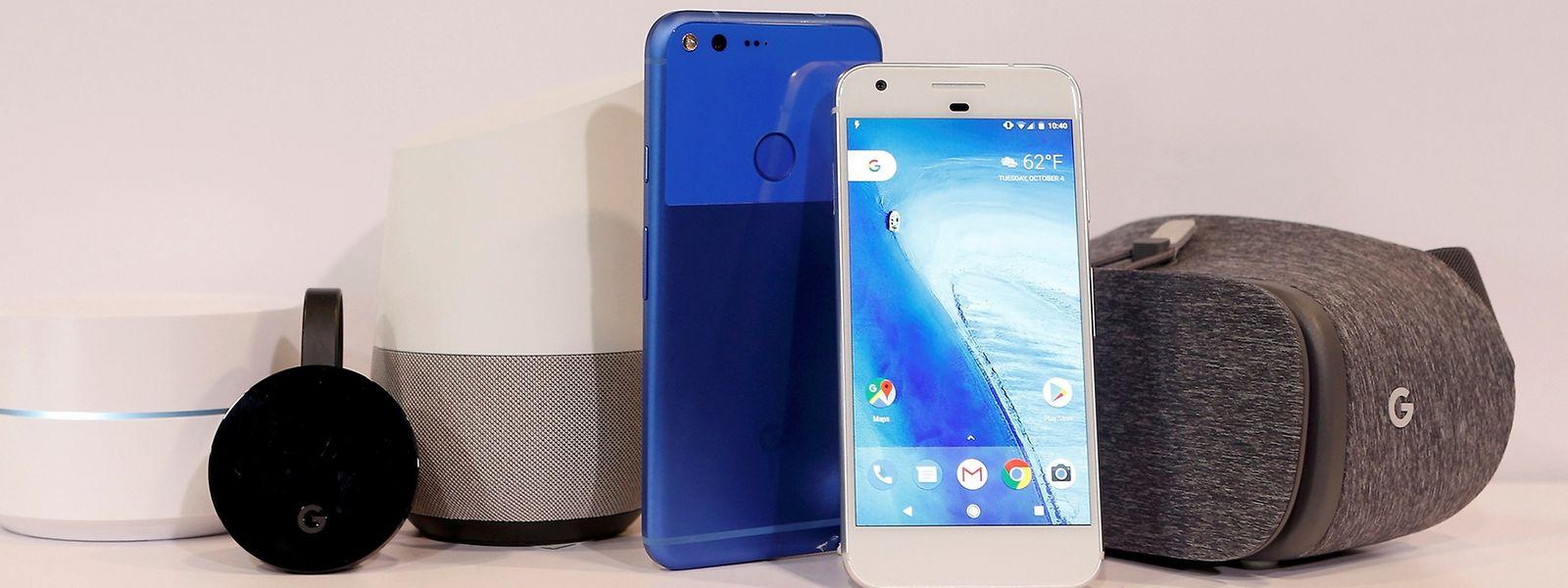 Google Wifi, Google Chromecast Ultra, Google Home, Google Pixel XL, Google Pixel and Google Dreamview VR waren während der Vorstellung auf dem Gerät angezeigt.