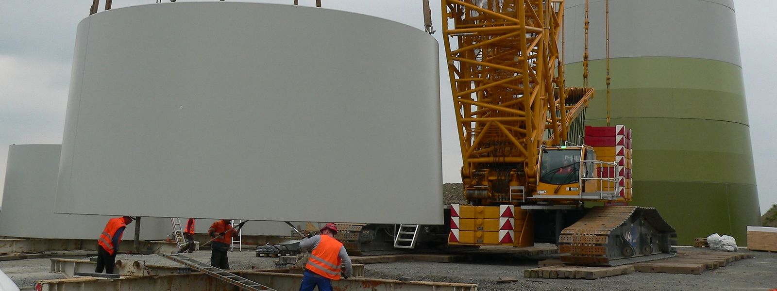 Bei Hoscheid-Dickt wird zurzeit ein mehr als 138 Meter hohes Windrad errichtet.