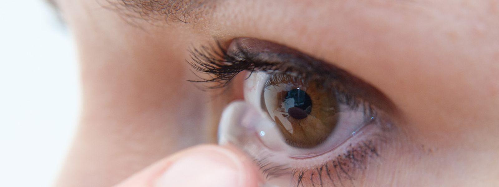 Den Durchblick behalten: Kontaktlinsenträger leiden besonders stark unter trockener Heizungsluft.