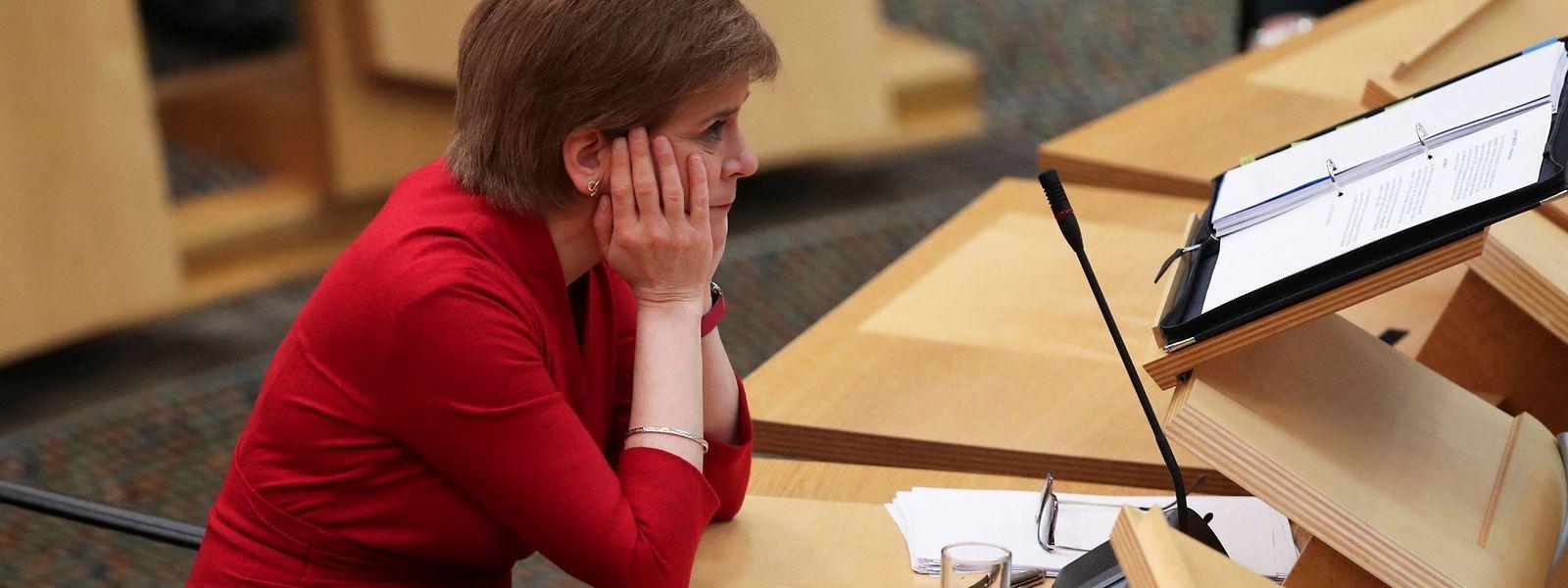 Die schottische Erste Ministerin Nicola Sturgeon ist in der Affäre um ihren Vorgänger unter großen Druck geraten.