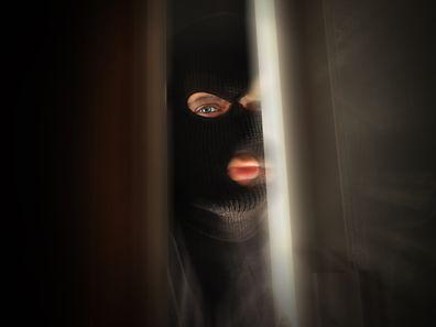 Die Polizei erhielt einen Anruf, es würden sich fremde Personen im Haus des Nachbarn, der im Urlaub war, aufhalten.