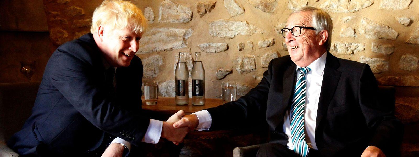 Boris Johnson und Jean-Claude Juncker bei ihrem Treffen am Montag in einem Restaurant in Luxemburg.