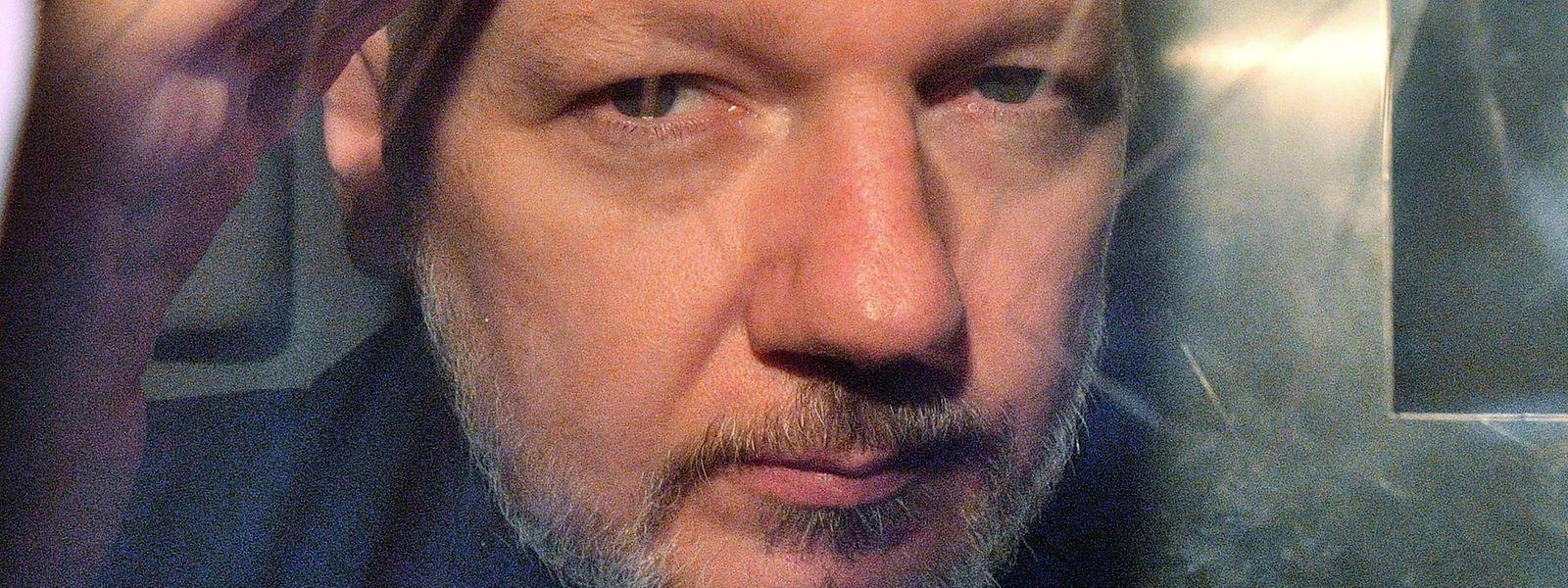 Julian Assange bei seiner Festnahme.
