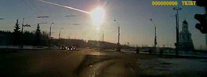 Am 15. Februar 2013 wurde dieser Meteorit in Moskau von einer Kamera im Auto gefilmt.