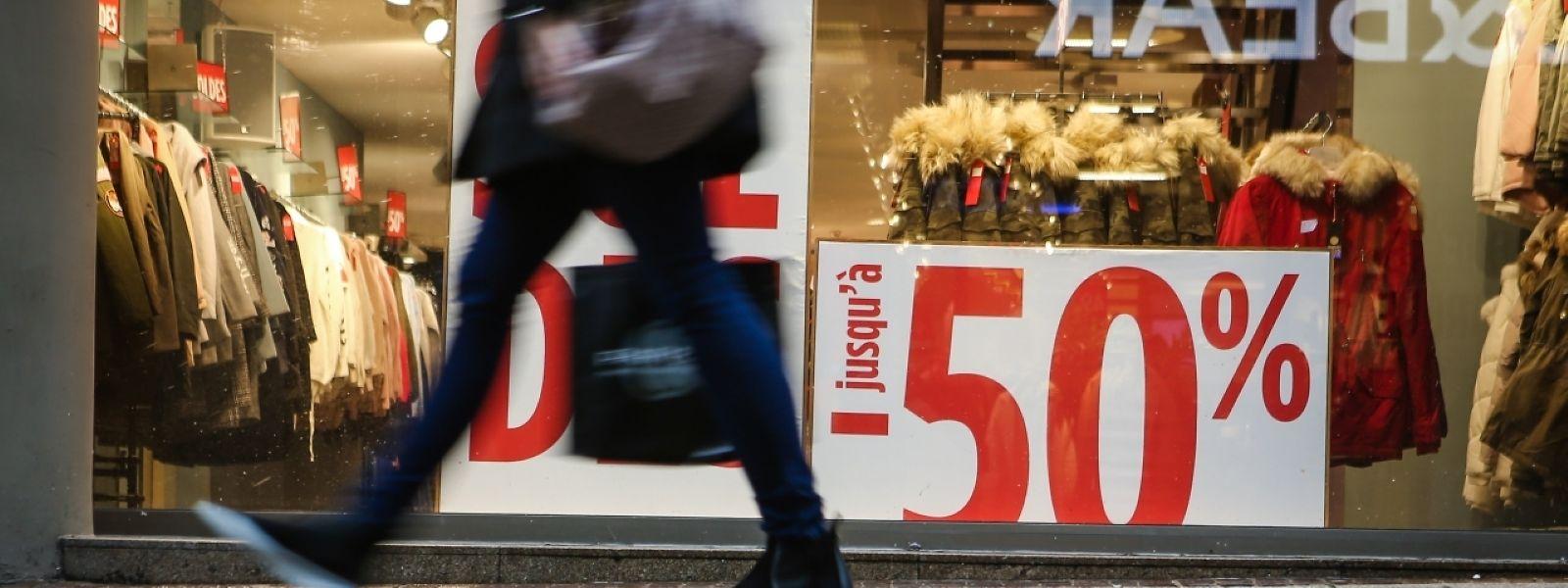 Der allgemeine Preisrückgang lässt sich vor allem durch den Sommerschlussverkauf im vergangenen Monat erklären.