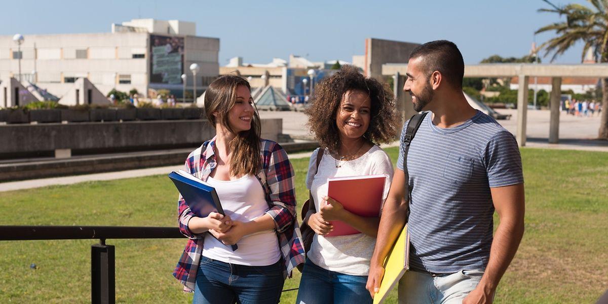 Ils sont 77% de plus qu'en 2000 à opter pour des études supérieures à l'étranger.