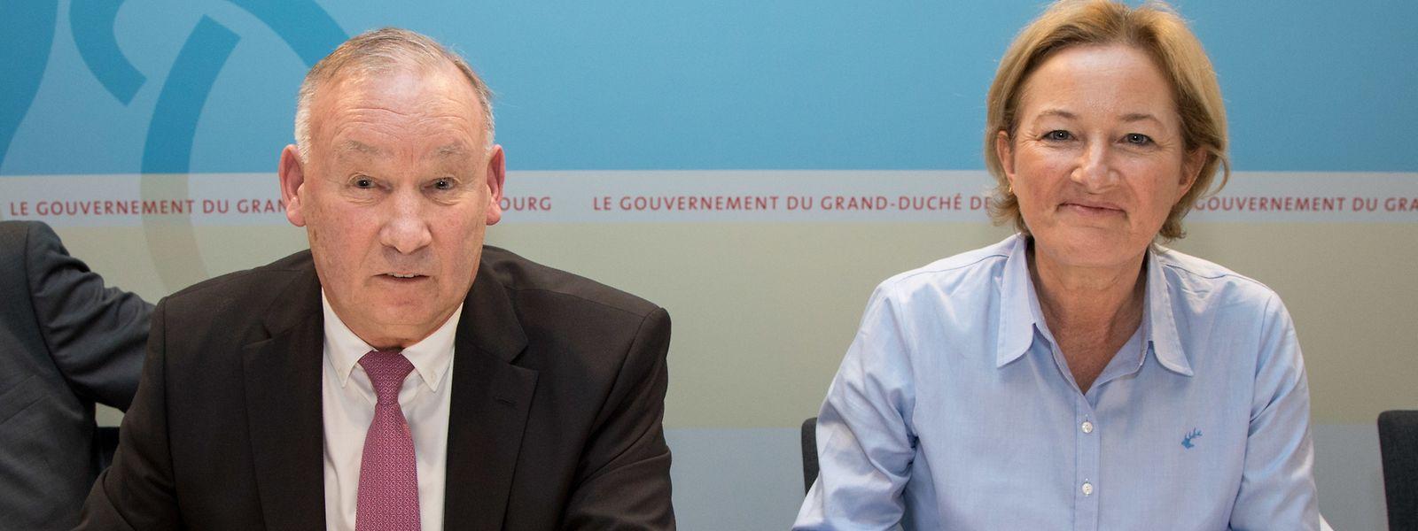 Fröhliche Gesichter beim Treffen im Ministerium: Die Ministerin für Verbraucherschutz Paulette Lenert (rechts) und ULC-Präsident Nico Hoffmann haben am Mittwoch die Konvention unterschrieben.