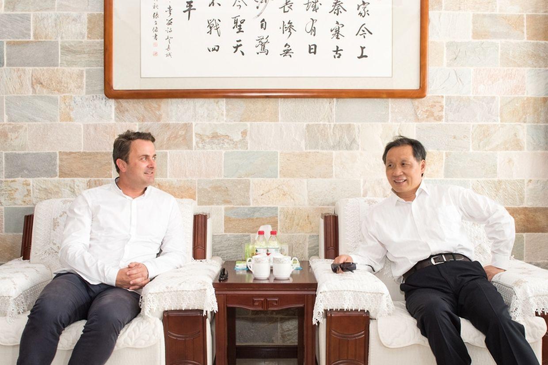 Xavier Bettel et Li Jinzao, président de l'Administration nationale chinoise du tourisme.