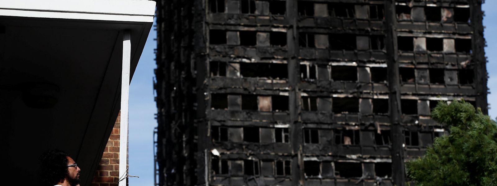Die Grenfell-Mieterinitiative teilte mit, man habe wegen der schlechten Sicherheitsstandards in dem Hochhaus in den vergangenen Jahren häufig gewarnt.