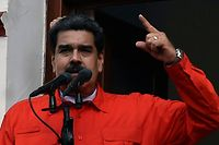 "Venezuela's President Nicolas Maduro (C), speaks to a crowd of supporters to announce his is breaking off diplomatic ties with the United States, during a gathering in Caracas on January 23, 2019. - Venezuela President Nicolas Maduro announced on Wednesday he was breaking off diplomatic ties with the United States after counterpart Donald Trump acknowledged opposition leader Juan Guaido as the South American country's ""interim president."" (Photo by Luis ROBAYO / AFP)"