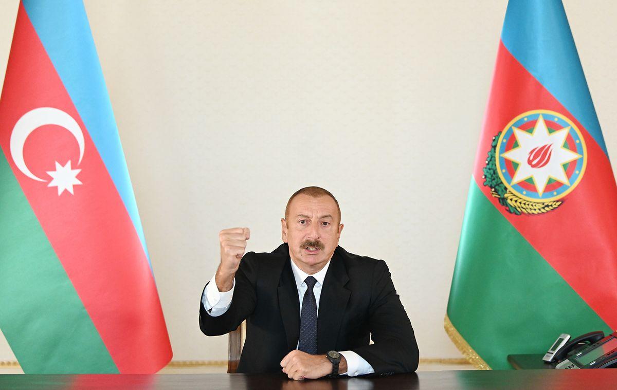 Aserbaidschans Präsident Ilham Aliyev sprach von einer militärischen Gegenoffensive, nachdem er Armenien vorgeworfen hatte, mit dem Angriff begonnen zu haben.