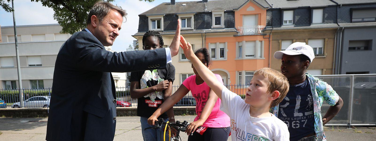 Le Premier ministre Xavier Bettel était de retour dans la cour de l'école primaire de Bonnevoie pour son interview d'été avec le «Luxemburger Wort».