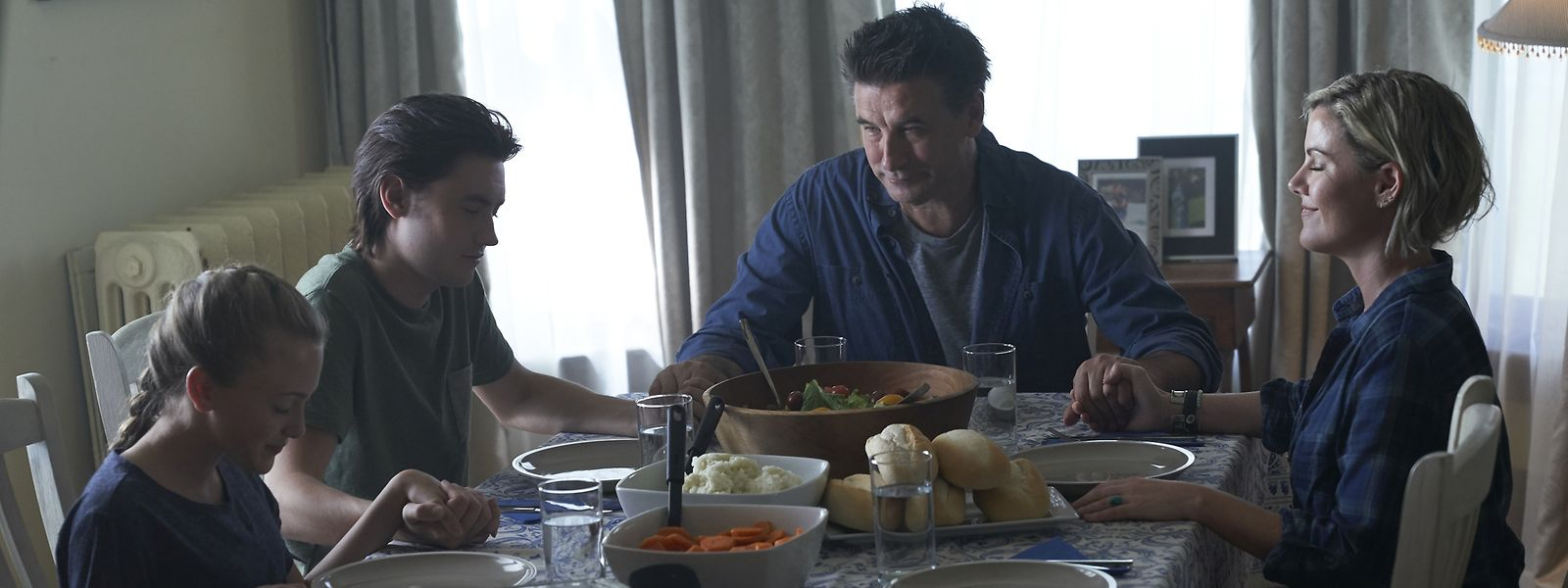 Taylor (Taylor Thorne), Scout (Spencer Macpherson), John (Billy Baldwin) und Tante Charlie (Kathleen Robertson) versuchen nach einem Schicksalsschlag Normalität zu leben.