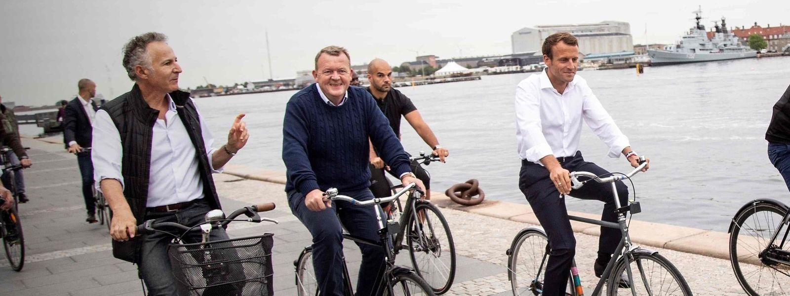 Emmanuel Macron et le Premier ministre danois, Lars Lokke Rasmussen, ont visité Copenhague à vélo, ce mercredi.