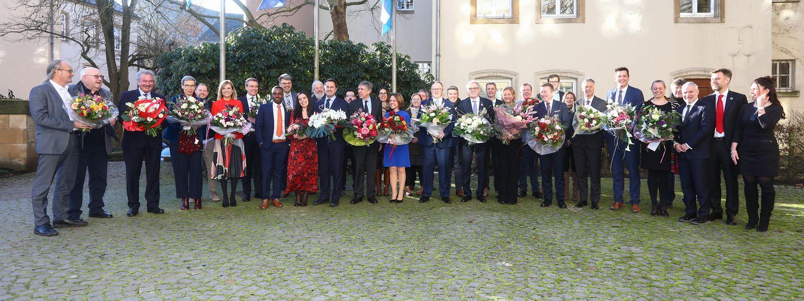 """""""Flower Power"""" vor dem Staatsministerium: Die Regierung erhielt am Freitag Besuch von den Luxemburger Junggärtnern."""