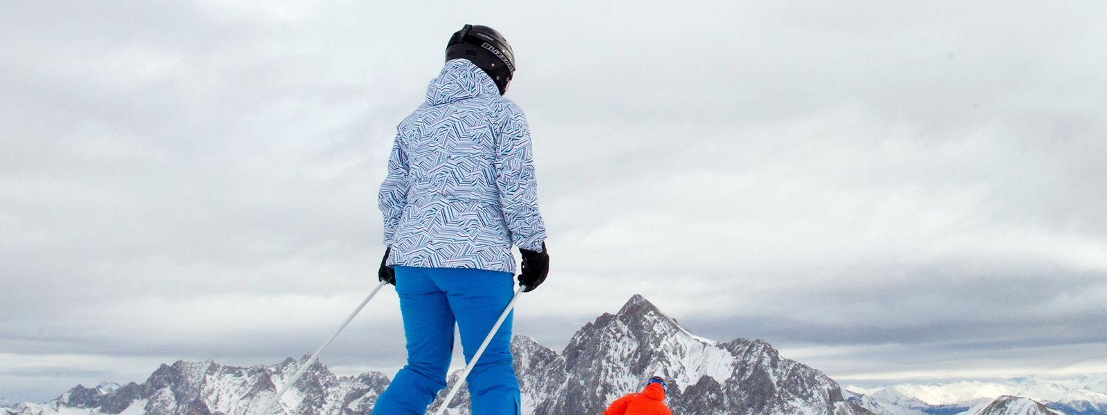 Hobbyskiläufer starten häufig eher mäßig gut vorbereitet in den Skiurlaub. Dabei ist ein trainierter Körper sehr wichtig, um heil die Pisten hinabzudüsen.