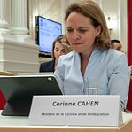 """""""Ministra mentirosa"""". Piratas voltam à carga sobre Corinne Cahen e a gestão da pandemia nos lares"""