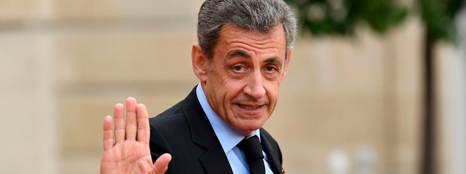 Huit ans après avoir quitté l'Elysée, Nicolas Sarkozy reste toujours dans l'actualité, passant allègrement de la rubrique politique à la chronique littéraire maintenant.