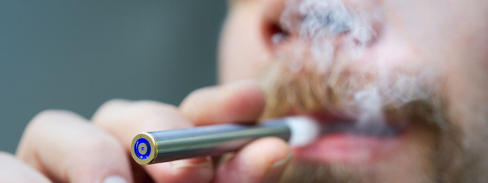 Mit der E-Zigarette vom Tabak loskommen? Keine gute Idee, denn das Dampfen füttert das Suchtgedächtnis von Rauchern.