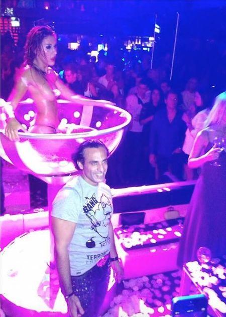 Khadem Al Qubaisi est aussi connu pour fréquenter les soirées de la jet set.