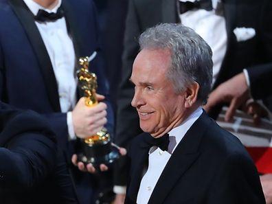 Bei den 89. Oscars Awards wurde Beatty als Preisverleiher Opfer einer Verwechslung der Umschläge, die ihm ausgehändigt wurden.