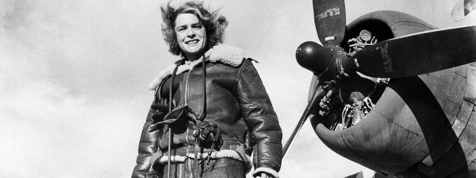 Margaret Bourke-White, ganz furchtlos in Fliegermontur an Bord eines Bombardierflugzeuges im Zweiten Weltkrieg.