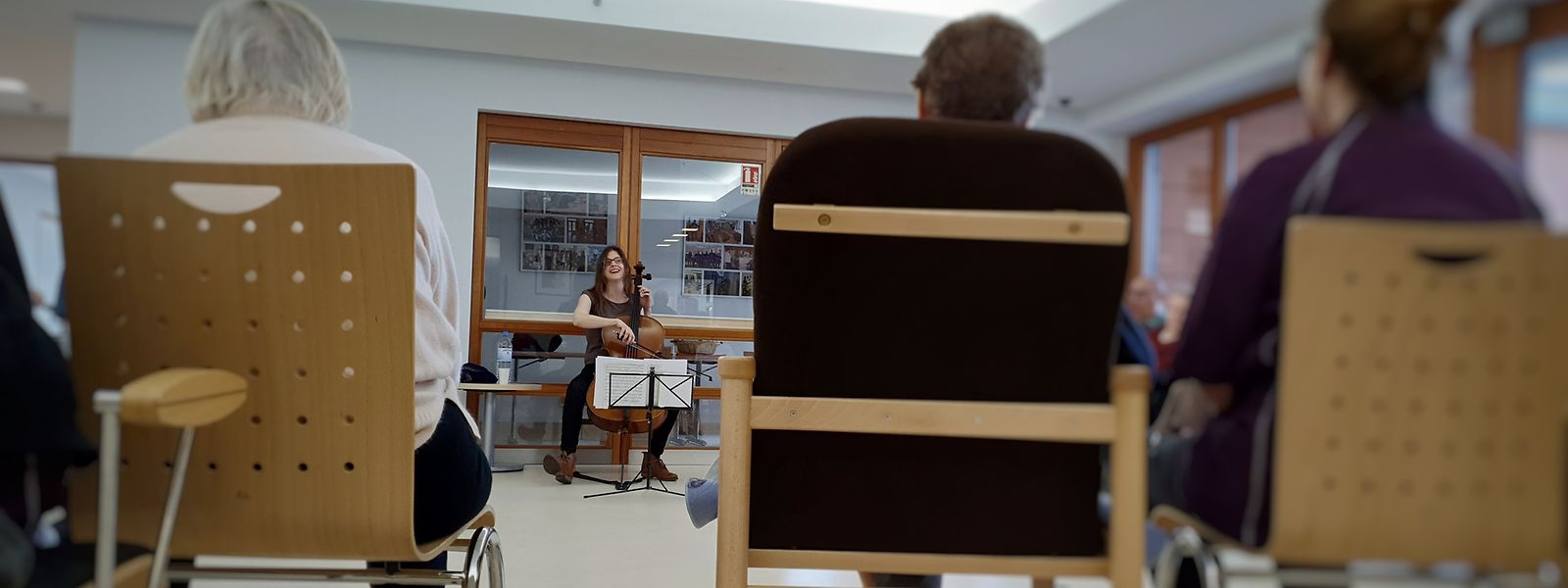 La Fondation EME organise chaque année près de 180 concerts dans des maisons de soins ou de retraite (photo). Ces initiatives sont maintenant à l'arrêt. Des concerts virtuels devraient permettre aux personnes âgées de continuer de profiter de ces moments de divertissement.
