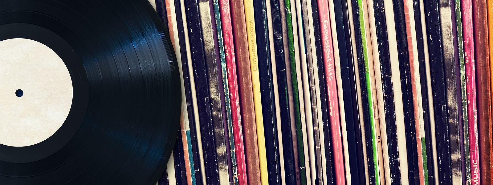 Während die Absatzzahlen für CDs weiter sinken, steigen die Verkaufszahlen für Schallplatten seit einigen Jahren wieder an.