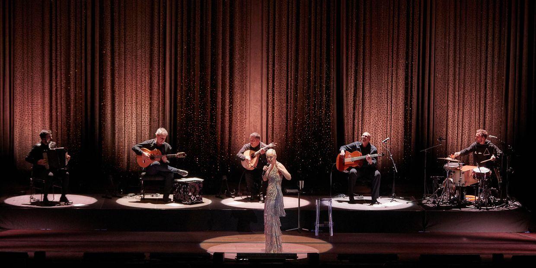 A fadista portuguesa atuou no Grande Auditório da Philharmonie no passado dia 24 de março.
