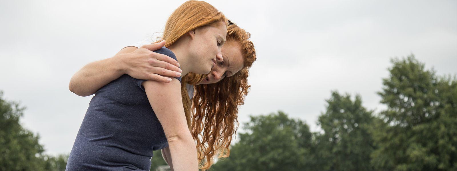 Freunde, die nach einer Trennung ungefragt den Therapeuten spielen, können das Drama beim Ex-Paar noch verstärken.