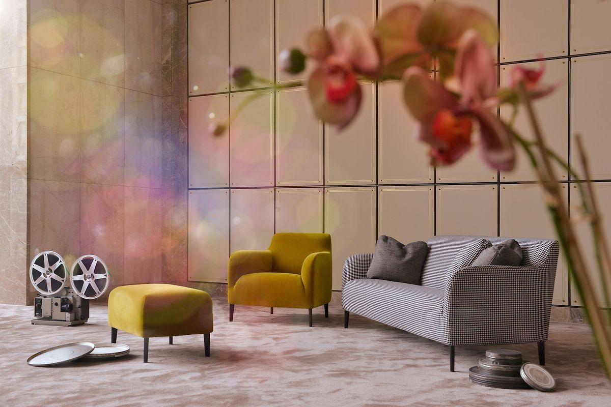 Gemütliches Wohnen bleibt im Trend, dabei werden die Sofas aber wieder schmaler und filigraner. So hat etwa der Hersteller Verzelloni gemeinsam mit dem Designstudio Lievore Altherr Molina das Sofa Divanitas von 1996 in moderner Ausführung wieder aufgelegt.