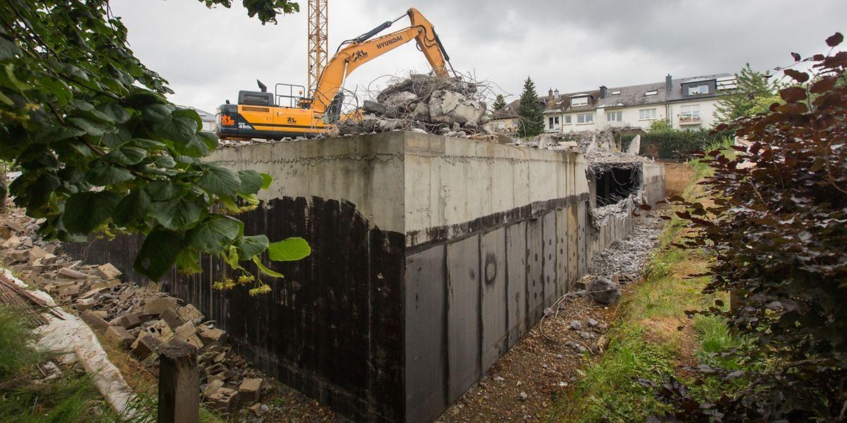 Le bâtiment, bien que presque terminé, a été démoli