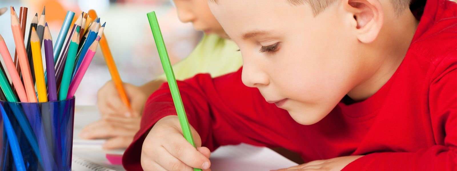 """Ran an die Buntstifte: Junge Wettbewerbsteilnehmer können etwas zum Thema """"Virus"""" malen."""