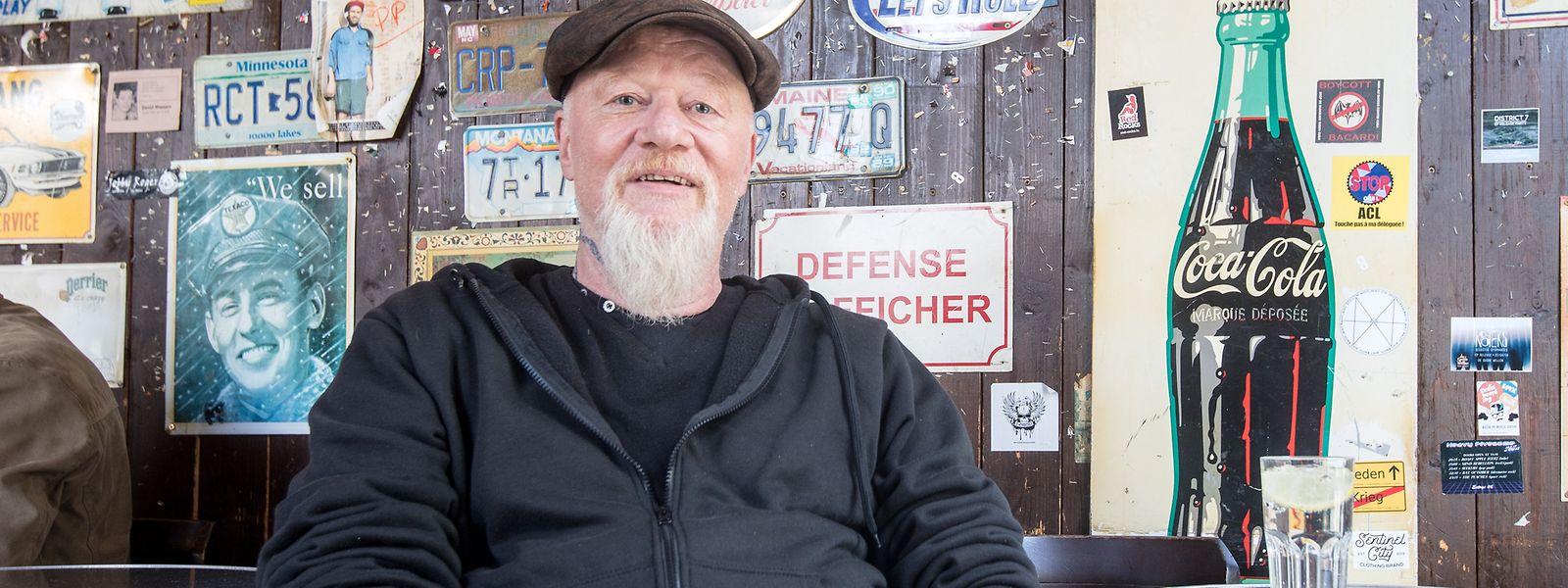 Künstler Théid Johanns in seinem Stammlokal Pitcher in Esch.