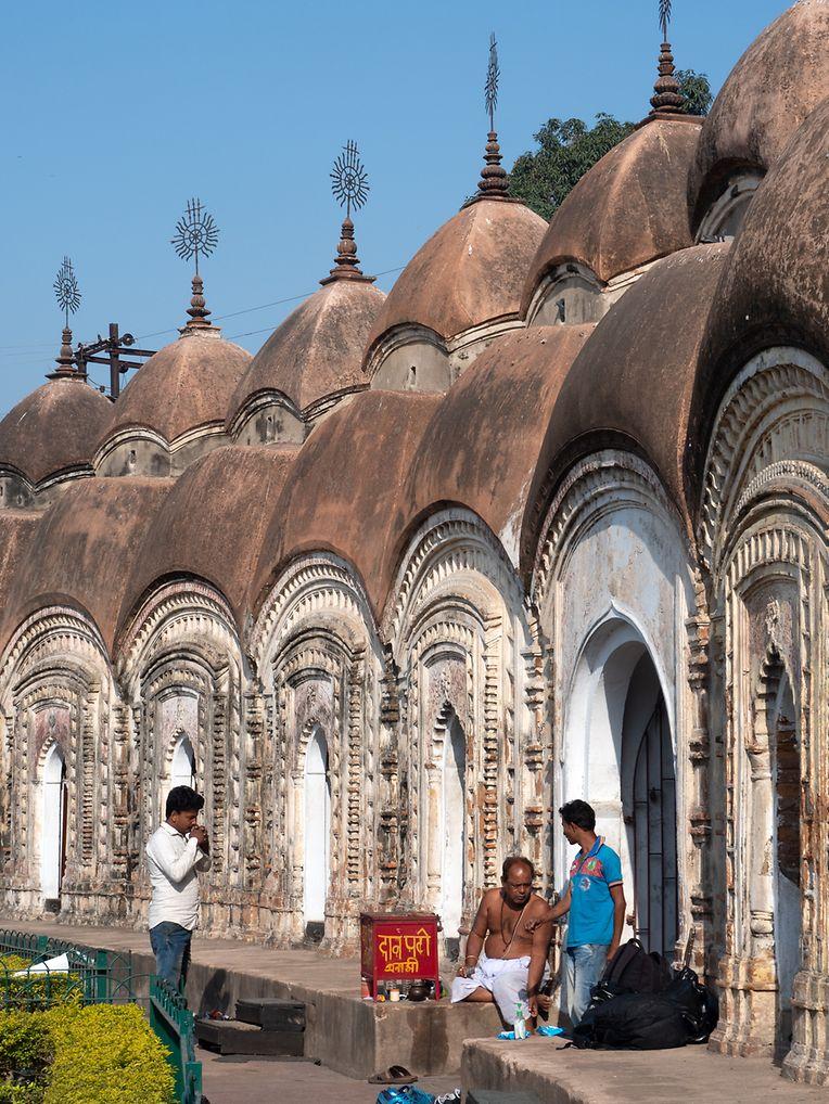 Sightseeing-Halt: die Hindutempelanlage in Kalna mit ihren 108 Shiva-Tempeln.