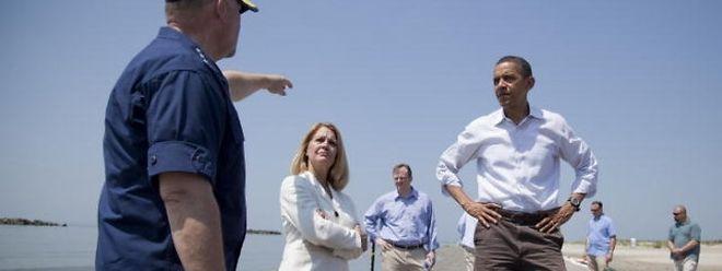 Barack Obama an einem verseuchten Strand in Louisiana.