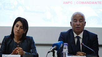 A ministra da Administração Interna demissionária, Constança Urbano de Sousa, e o primeiro-ministro António Costa