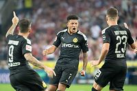 Dortmund's English midfielder Jadon Sancho (C) celebrate scoring the 1-1 equalizer with his teamates during the German first division Bundesliga football match 1 FC Cologne v BVB Borussia Dortmund in Cologne, western Germany on August 23, 2019. (Photo by Federico Gambarini / dpa / AFP) / Germany OUT / DFL REGULATIONS PROHIBIT ANY USE OF PHOTOGRAPHS AS IMAGE SEQUENCES AND/OR QUASI-VIDEO