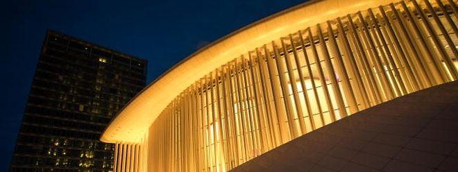 La Philharmonie illuminée en couleur or