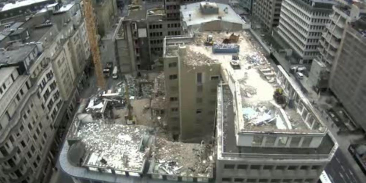 En 10 secondes, les premiers changements deviennent visibles, les toits des bâtiments le long de la rue Aldringen commençant à disparaître.