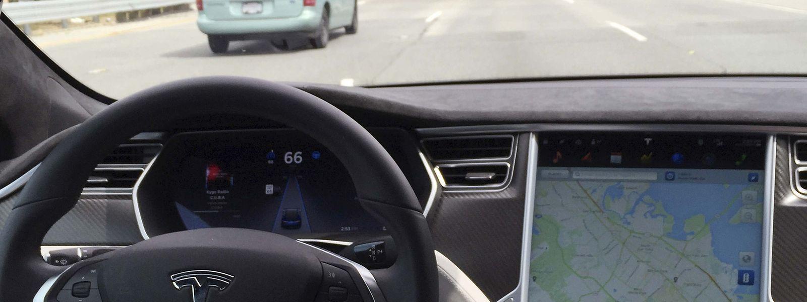 """US-Verkehrsaufsicht prüft """"Autopilot"""": Tödlicher Unfall mit ..."""