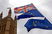 Union and European Union flags are flown in unison during an anti-Brexit demonstration outside the Houses of Parliament in London on June 20, 2018. British Prime Minister Theresa May faces a new showdown with pro-EU MPs on Wednesday over parliament's role in the final Brexit deal, which could influence her entire negotiating strategy. After months of debate, MPs will vote on the last contested amendments to the EU (Withdrawal) Bill which set out how much power lawmakers will have if the government fails to agree a departure deal before Brexit in March 2019. / AFP PHOTO / Niklas HALLE'N