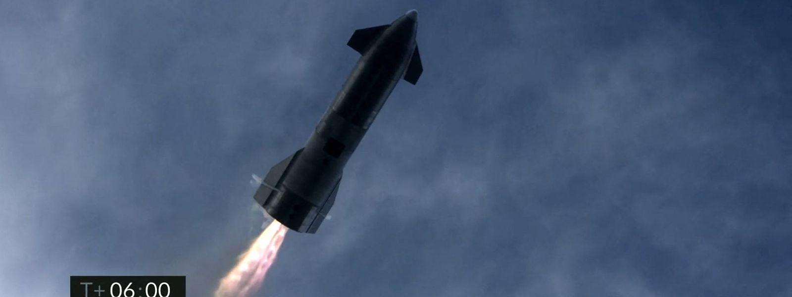 Die Rakete ging zwar in Flammen auf, das Unternehmen spricht dennoch von einem Erfolg.