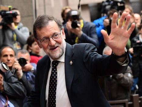 Spain's Prime minister Mariano Rajoy gestures as he arrives for an European Union leaders summit on October 20, 2016 at the European Council, in Brussels. / AFP PHOTO / EMMANUEL DUNAND