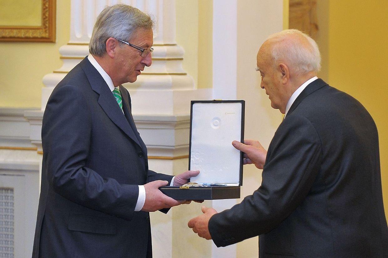 """Premierminister Jean-Claude Juncker erhielt am Dienstag das """"Großkreuz des Erlösers""""."""